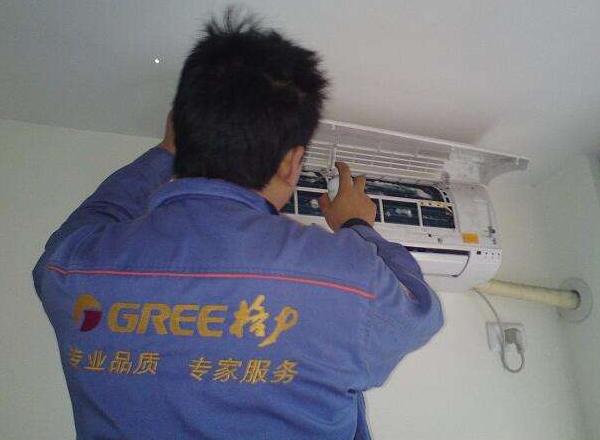 格力挂式空调室内漏水怎么办?找到原因对症下药吧